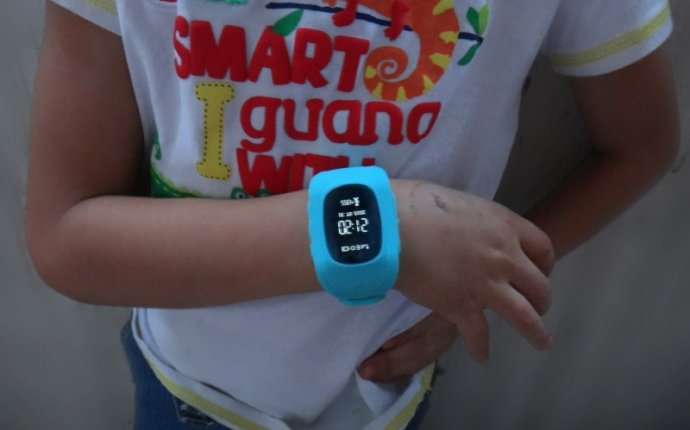 Детские часы GPS трекер с хорошей автономностью и брызгозащитой